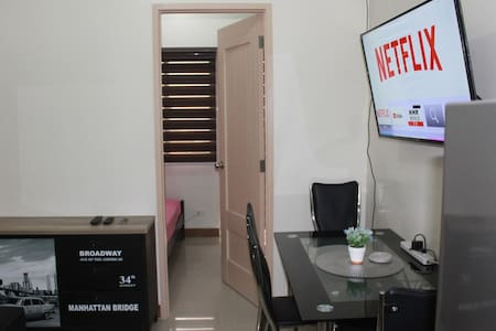 1BR w/ 25MB Wifi, Netflix, Washer at SM CITY SUCAT