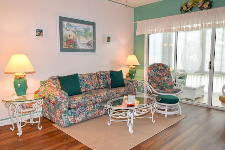 Charming condo on the Intracoastal Waterway in North Myrtle Beach.  Scenic views! 2 Bedrm 2 Bath. 1.2 miles to Ocean. 1st floor. No elevator. Outdoor pool. Non-smoking. No pets. No motorcycles.