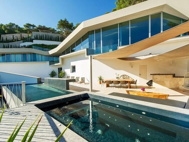 Exceptional new Villa S