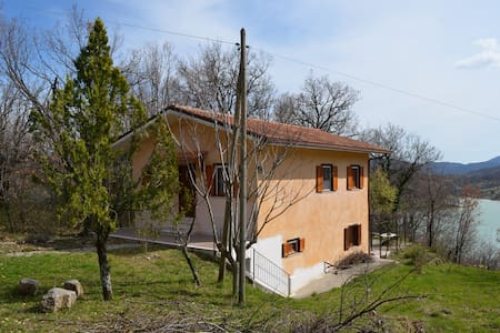 Country house in Molise, lake and mountains. - Castel San Vincenzo - Huis