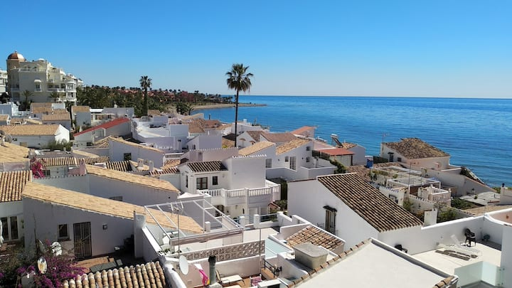Casa Cachita Estepona-1st line beach with views