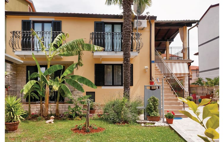 Holiday apartment with 2 bedrooms on 61m² in Umag