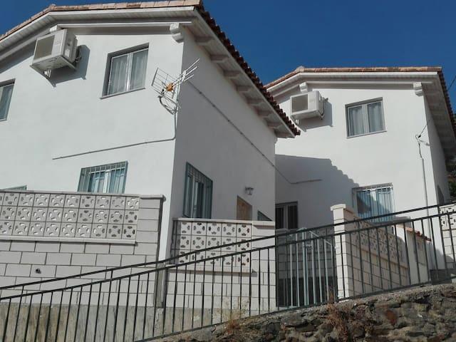 Casa Rural Prunus avium III - Cambrón - Hus