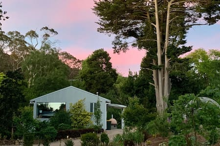 Willowglade Retreat in the Heart of Mt Macedon
