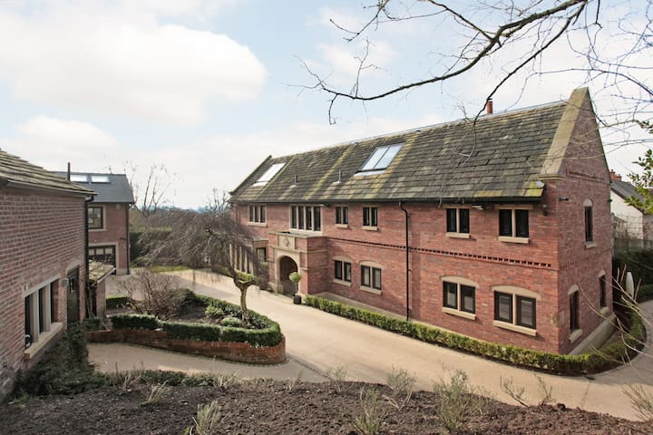 Ultimate Staycation - Luxury Alderley Edge Mansion