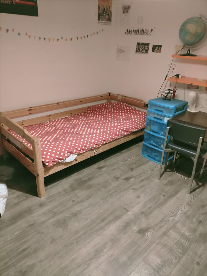 Chambre lit 90 et bureau