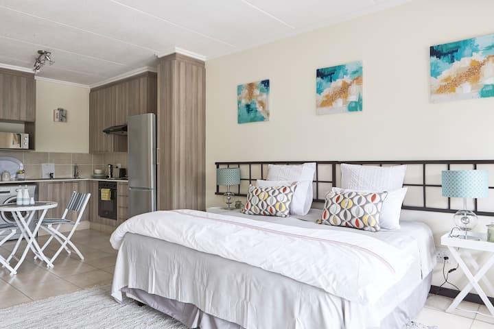 Trendy Studio Apartment – Uncapped Wifi