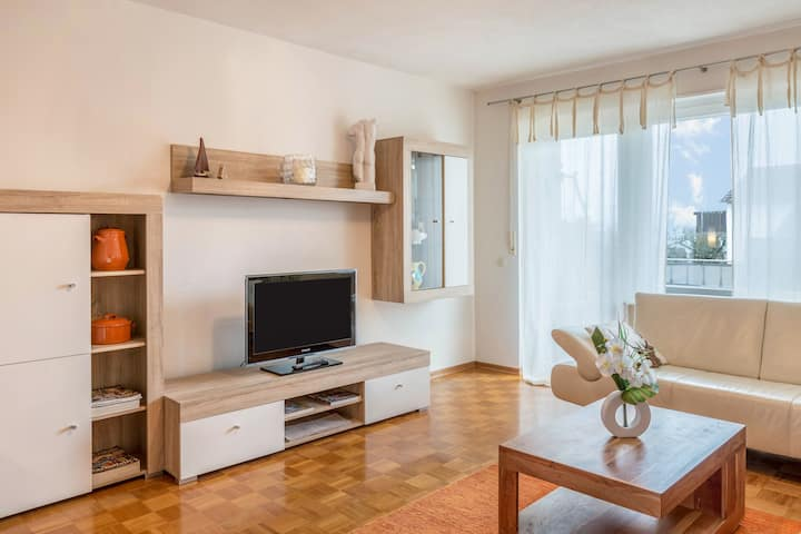 """Cosy Apartment """"Seeblick"""" close to Lake Constance with Lake View, Wi-Fi, Balcony & Garden; Parking Available"""