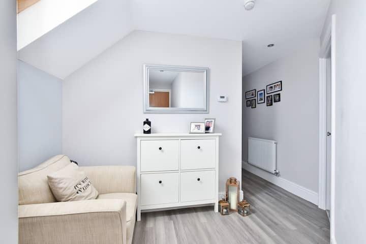 A Superb modern 2 bedroom flat, close to London.
