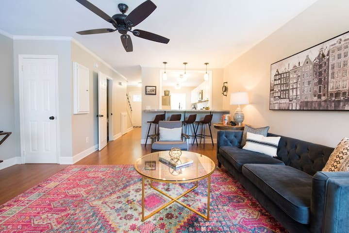Charming, Newly-Renovated Townhome in Old Shandon