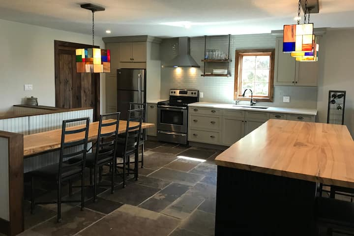 Summer House Rental - Thornbury (30 day min.)