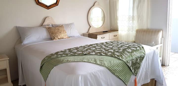 Ivanhoe's Guest House - Room 23