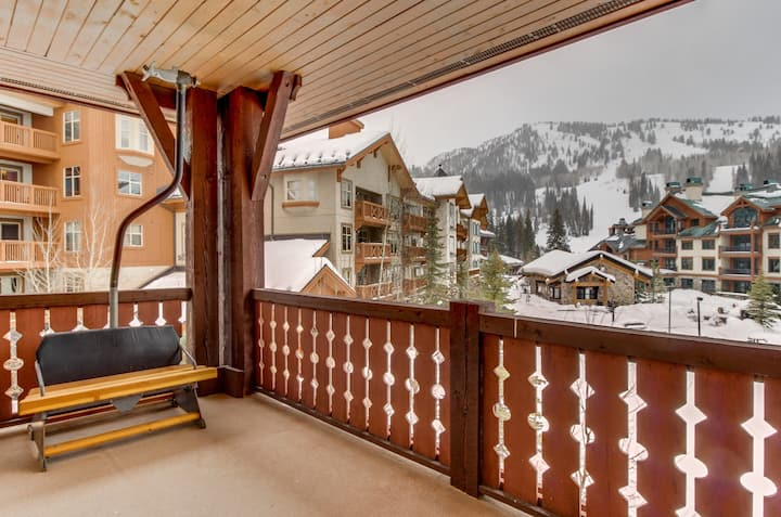 Ski-in/out condo w/shared pool, hot tub & more - awesome views!