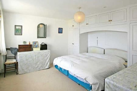 Spacious En Suite Double Bedroom