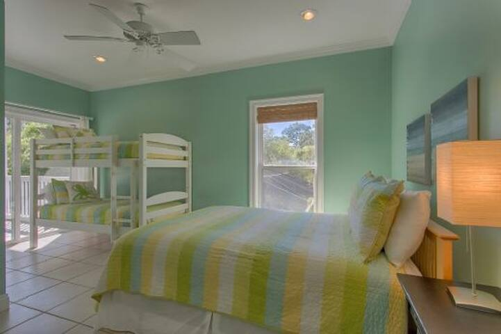 Private Screened In Pool, Close To The Beach, Tons of Deck Space, Quite Section of Cape San Blas ~ Cape Palms