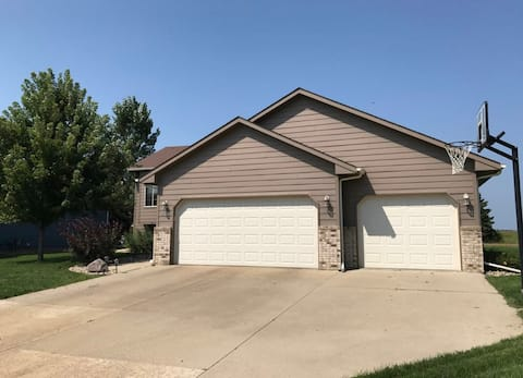 Clean, quiet home in a suburb of Sioux Falls.