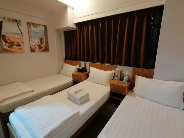 TST Licence Hostel  Private room with 3 single bed