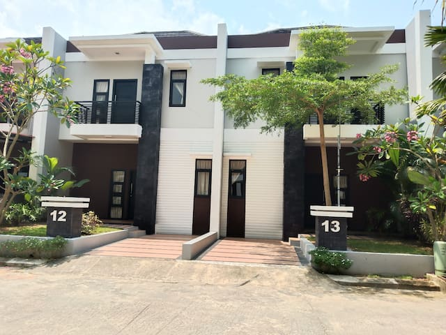 Group 20 pax near to NagoyaHill, 2 Big house, 6 BR
