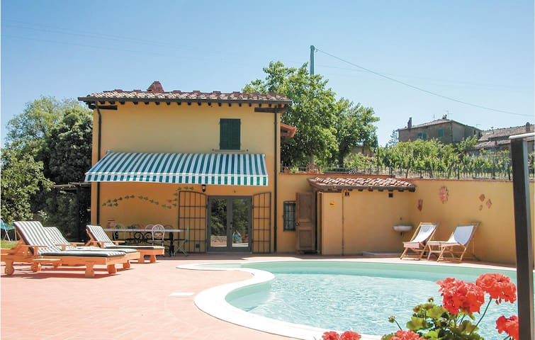 Holiday cottage with 2 bedrooms on 80 m² in Monte San Savino AR