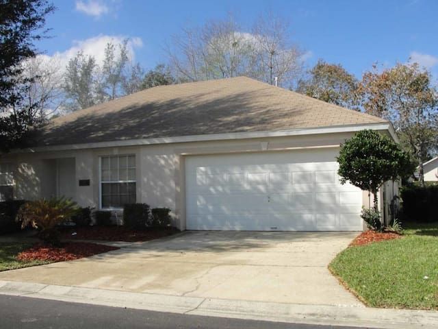 Paradise Woods 3/2 pool home property, fully furnished, with full kitchen, and all linens and towels. - DAVENPORT