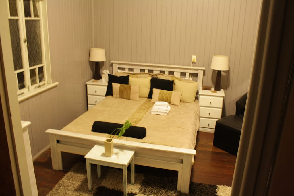 Private room - Queen bed.