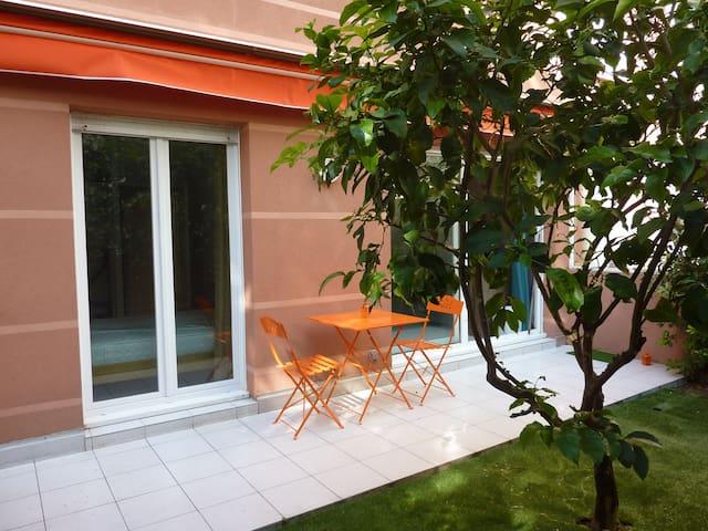 Appartement F2 avec jardin à 200 m des plages !