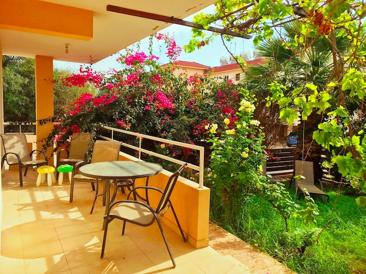 2 bedroom with private garden, walk to Nissi Beach