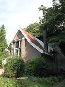 Vrijstaand huis met ruime tuin in harte centrum - Haus