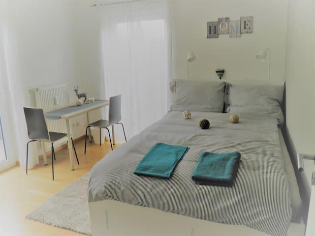 Ruhiges Zimmer mit Terrasse