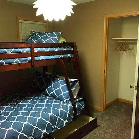 Great Saratoga House - Private Room w/ Bunk Bed - Saratoga Springs - Ev