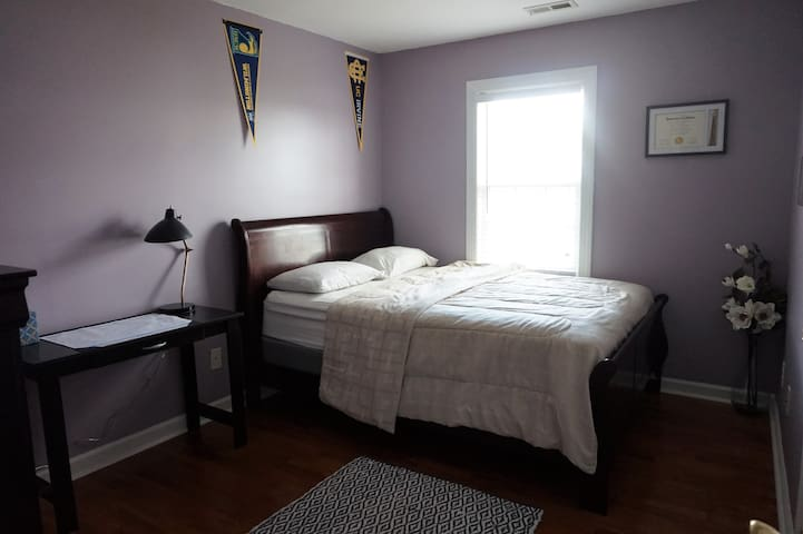 1 bd, private bath, many amenities, shared house.