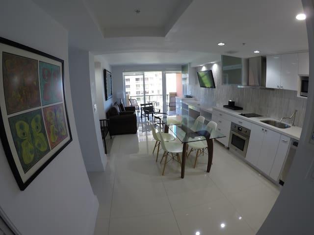 Updated Condo with Water Views - Miami - Apto. en complejo residencial