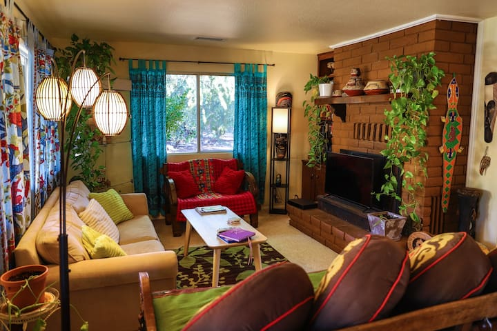 Bohemian UpTown Sedona - 3 BR 2 BTH Home - Retreat