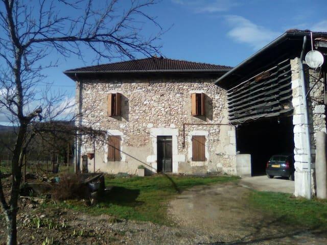 Maison en pierre type dauphinoise. - Rovon - House
