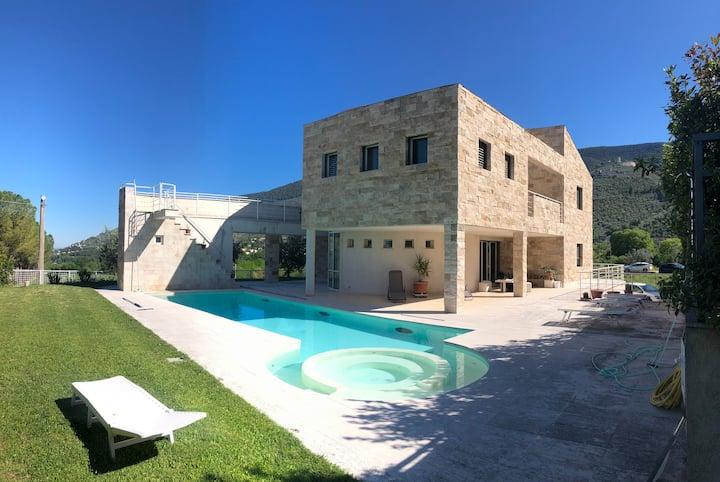 Villa con piscina alle fonti del Clitunno