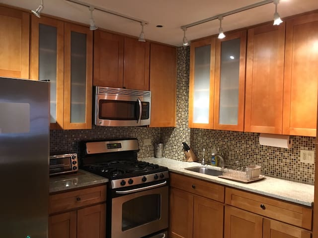 PERFECT LOCATION 15 mins to Midtown, near subway