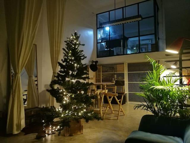 Studio PILA 72 : loft comfy designer's home