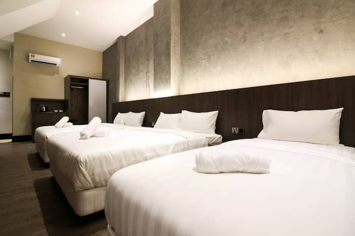 Muk by Victoria Home | 5pax Hotel Room near Jonker