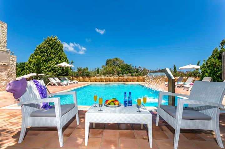 Villa Minos - Lyxury villa near the beach