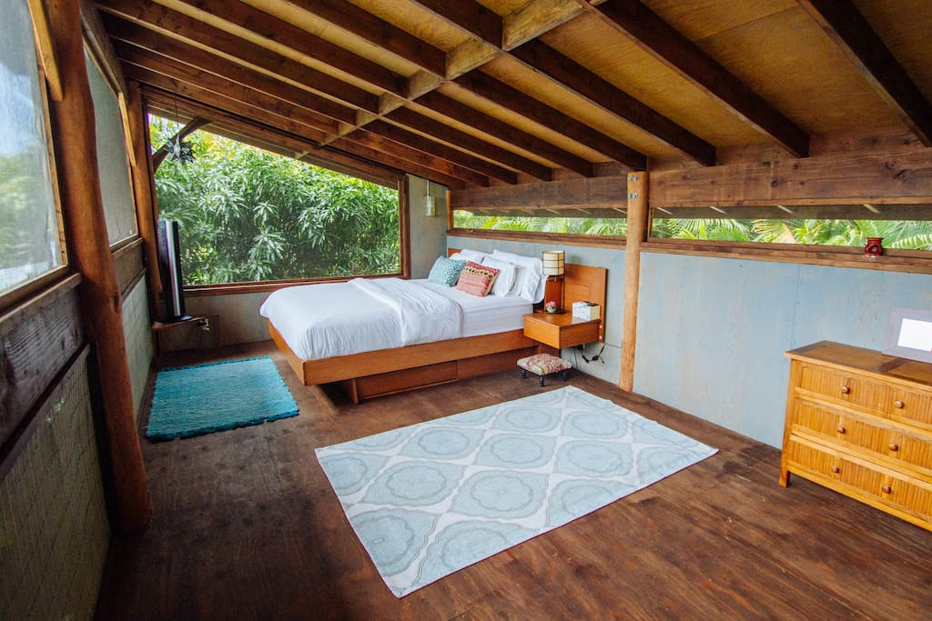 Master bedroom~ A tree house experience on the 2nd Floor!