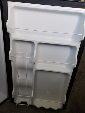 Refrigerator for personal use (and will come with free items upon arrival)