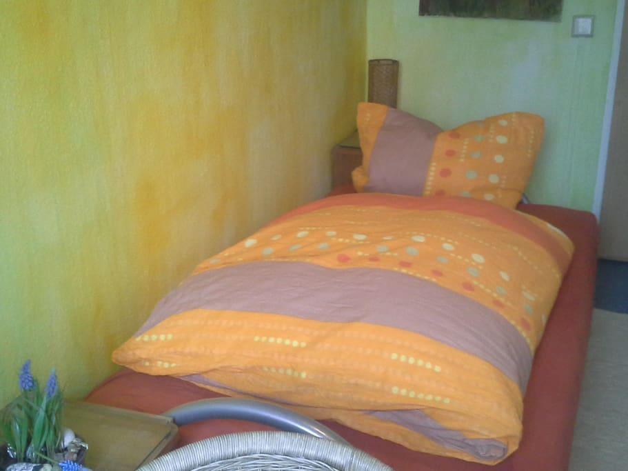 Kleines Zimmer mit Schlafcouch...