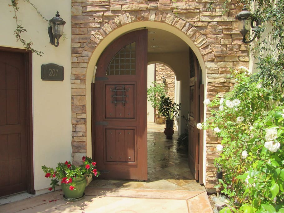 Lovely  Entry into Courtyard