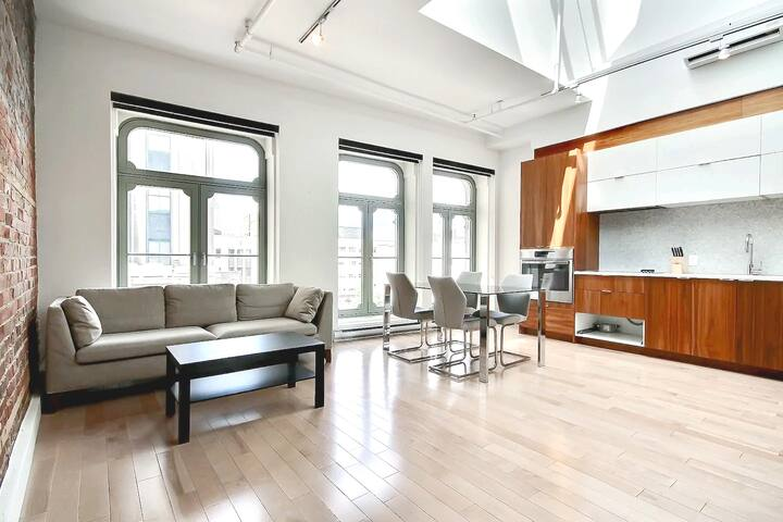 Perfectly Located Loft with Lightwell - Old Port