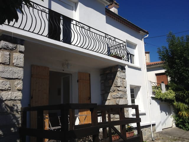 Self contained apartment with stunning views - Quillan - Apartment