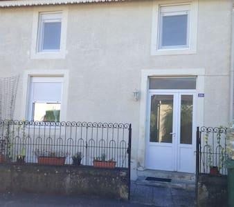 MAISON DE VILLAGE 5 PIECES 118m² + ANNEXE + JARDIN - Domèvre-sous-Montfort