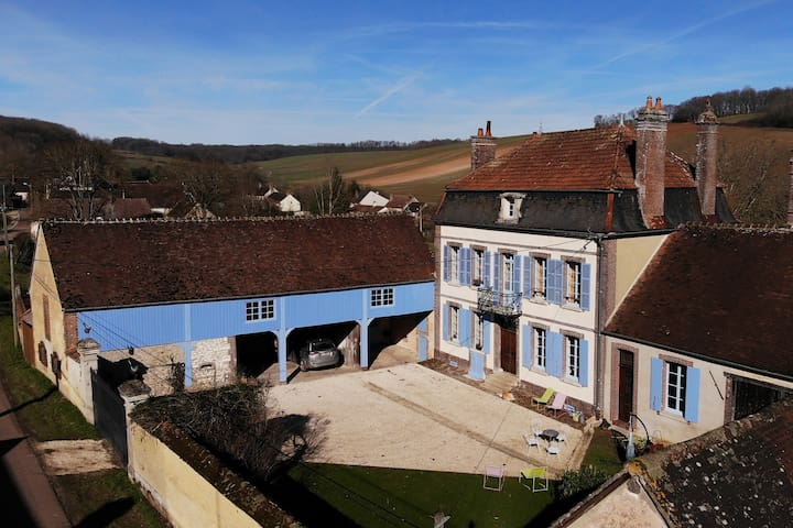 Le Manoir d'Othe (with pool, orchard and park)