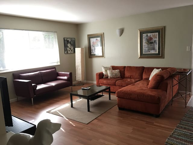 Comfortable 2Bd/1.5Ba Walk Downtown - Fairfax - Apartment