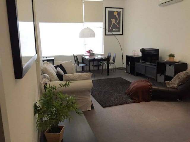 Spacious apartment near Monash Uni & Chadstone - Oakleigh East - Lägenhet