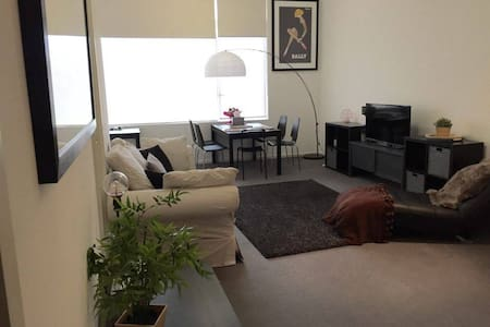 Spacious apartment near Monash Uni & Chadstone - Oakleigh East - Apartament